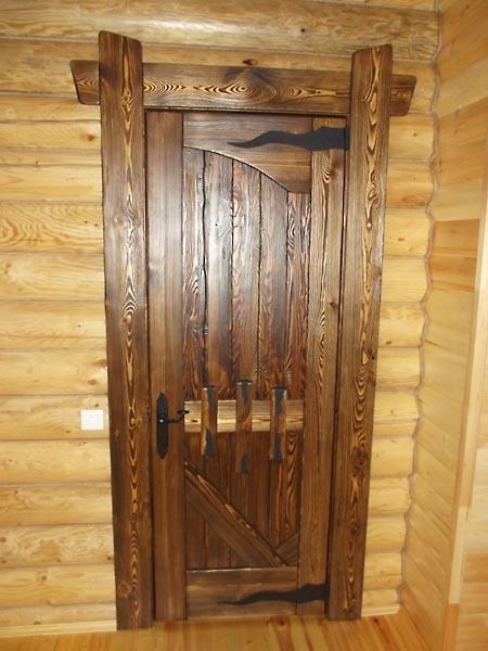 Межкомнатные деревянные состаренные двери