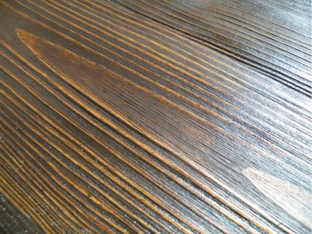 Микрорельеф «состаренной» древесины после покрытия морилкой