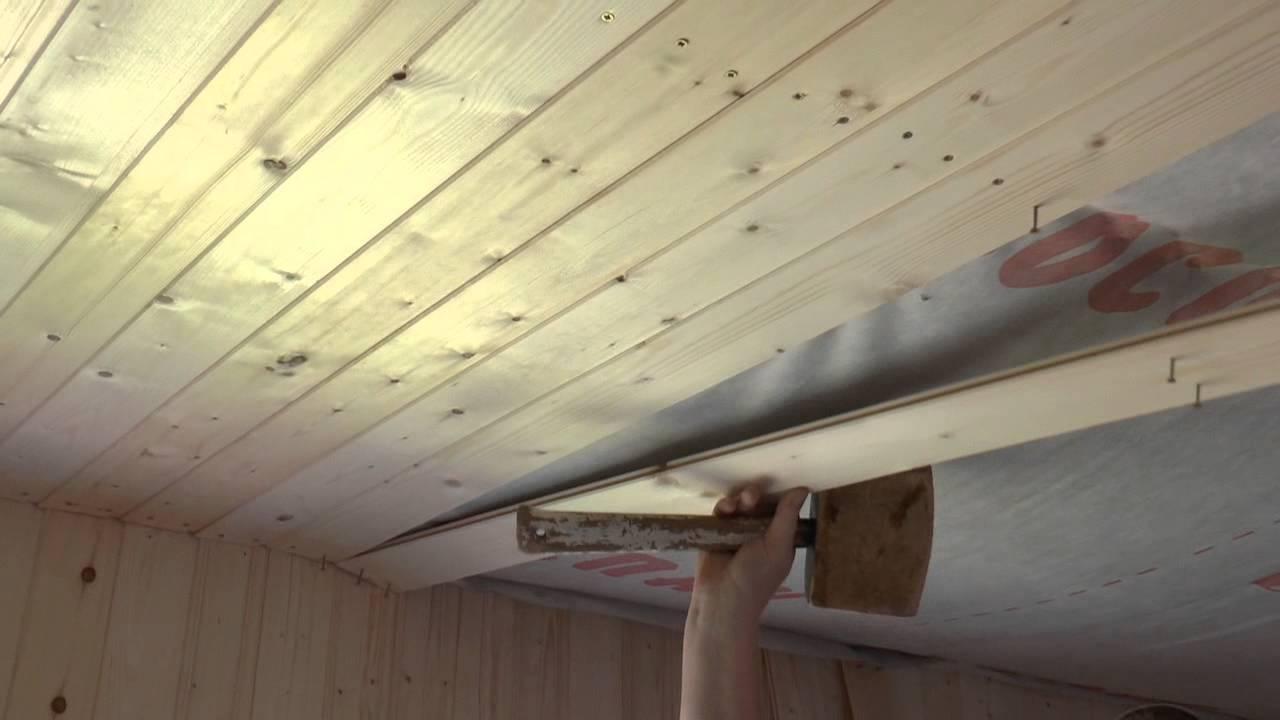 Монтаж потолочных деревянных реек.