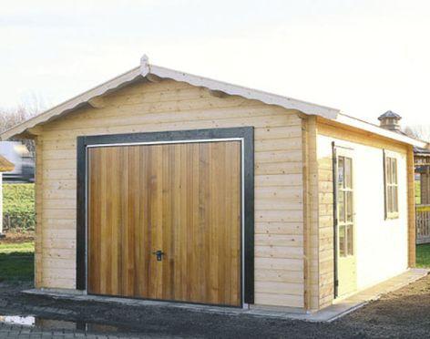 На фото - деревянный гараж для дачииз профилированного бруса
