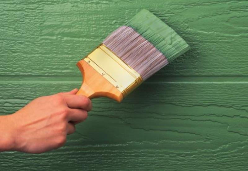 На фото - покрытая акриловой краской древесина