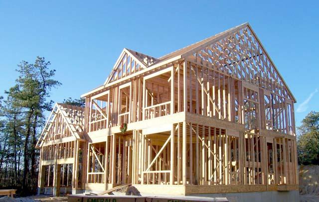 На фото – каркас деревянного дома