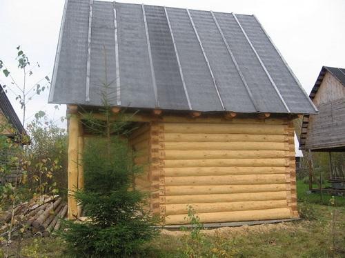 На фото: данный вариант отлично подходит для строений из древесины