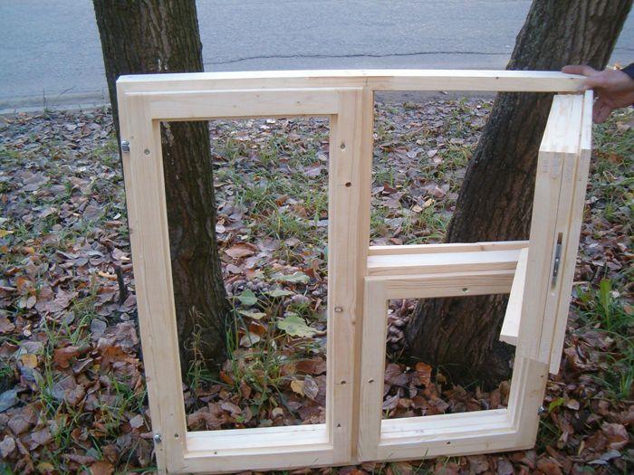 На фото: если деревянные евро окна изготовлены из качественных материалов, то их характеристики не уступают популярным пластиковым вариантам