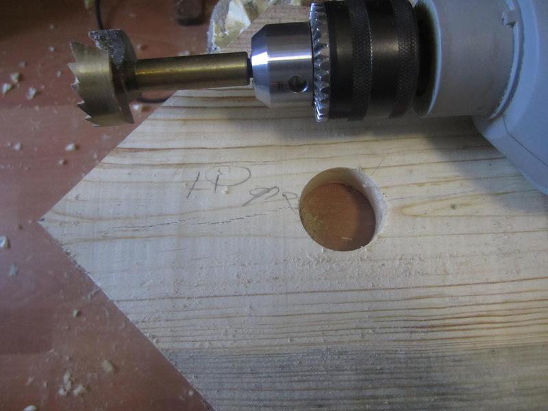 На фото: оборудование для дерева отличается от приспособлений для бетона и керамики