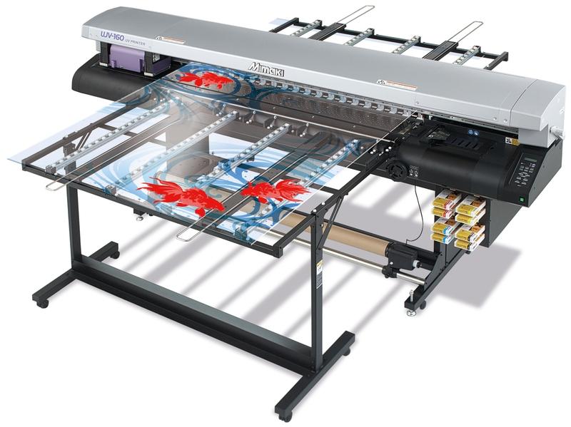 На фото показана планшетная приставка к широкоформатному принтеру.