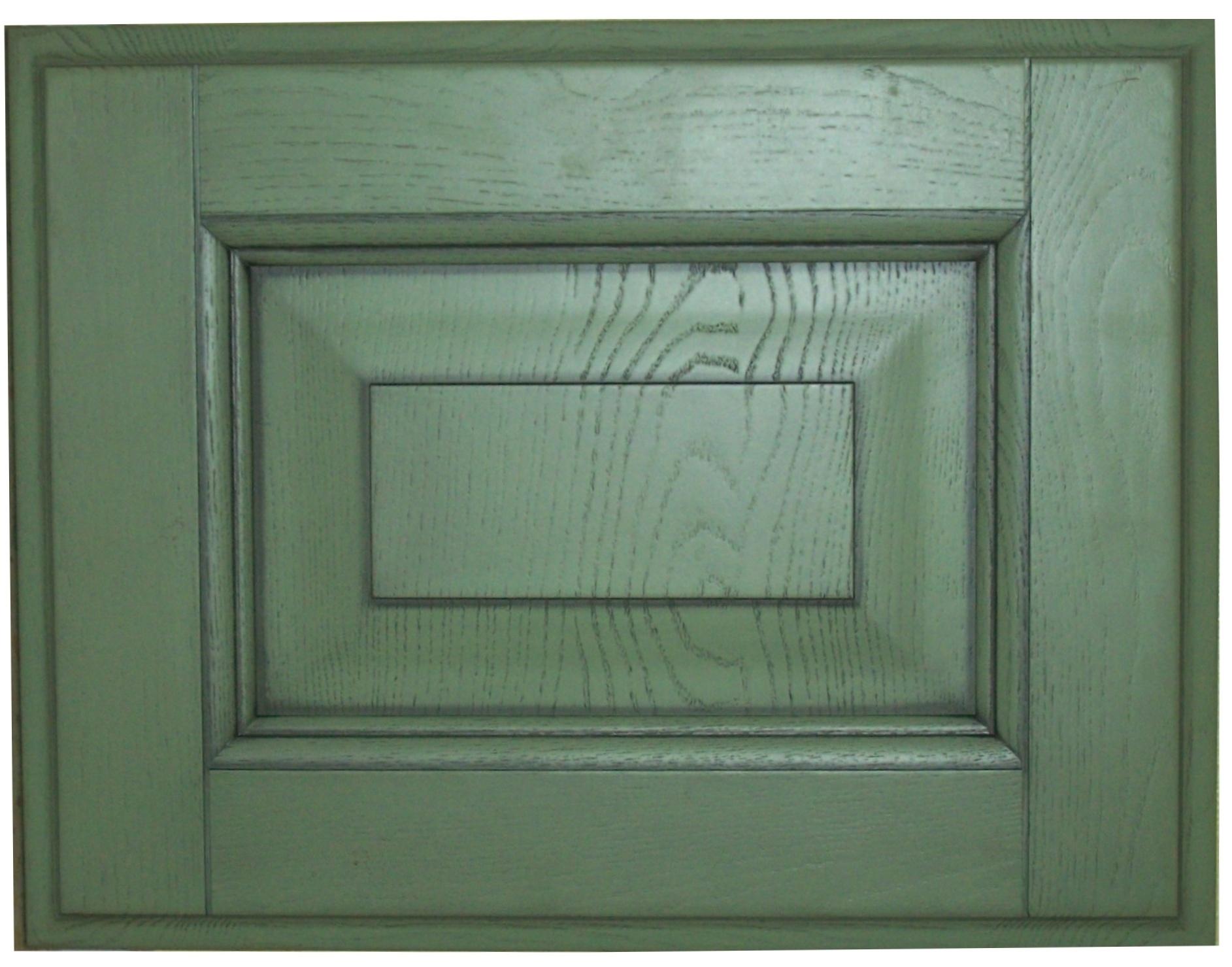 На фото пример красивого, но не практичного мебельного фасада, который быстро загрязняется от копоти