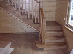 На фото: сборка деревянных лестниц – процесс ответственный, но не менее важна и правильная планировка конструкции