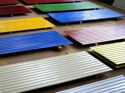На фото стеновой отделочный материал с полимерным покрытием