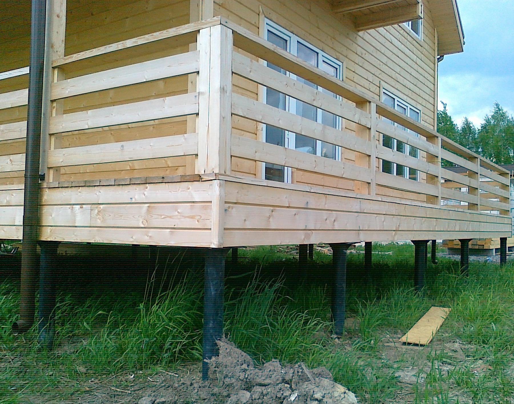 На фото: сваи – отличное решение для строений из бруса