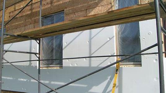 На фото: утепление пенопластом дома из бруса
