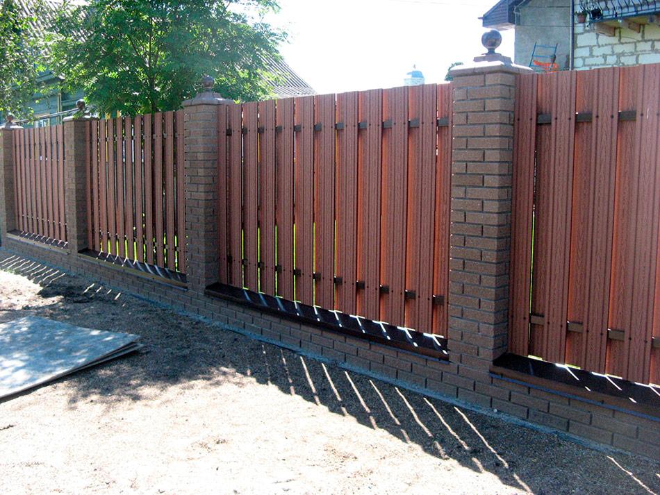 Надёжный забор из террасной доски
