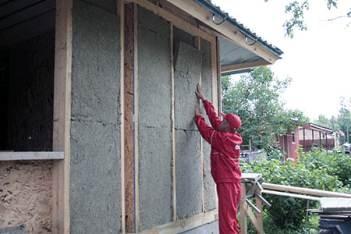 Надо, чтобы материал располагался максимально плотно, чтобы качество теплоизоляции было самым высоким
