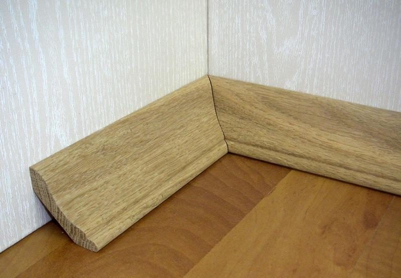Напольные деревянные плинтуса