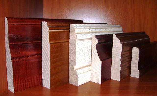 Напольные деревянные широкие плинтуса в ассортименте