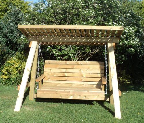 Навесные деревянные качели под козырьком – отличное место для отдыха