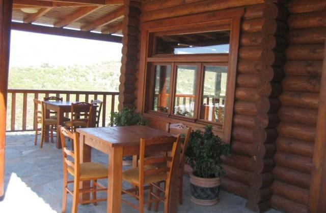 Немного мебели превращают террасу в настоящую гостиную на открытом воздухе