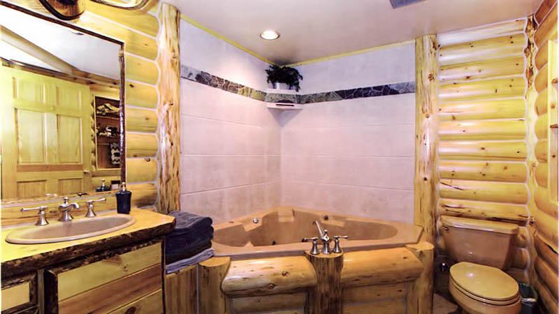 Ничего сложного в обустройстве комфортной ванной комнаты в деревянном строении нет, было бы желание и время