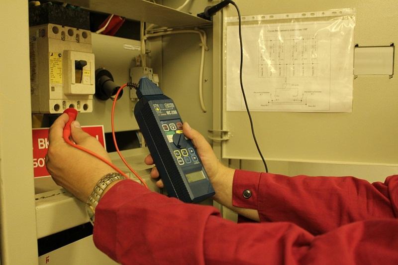 Нужно обязательно производить измерение сопротивления изоляции до и после протяжки кабеля.