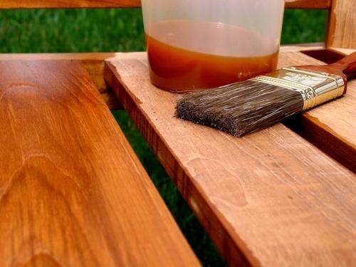 Обработанная антисептиком древесина