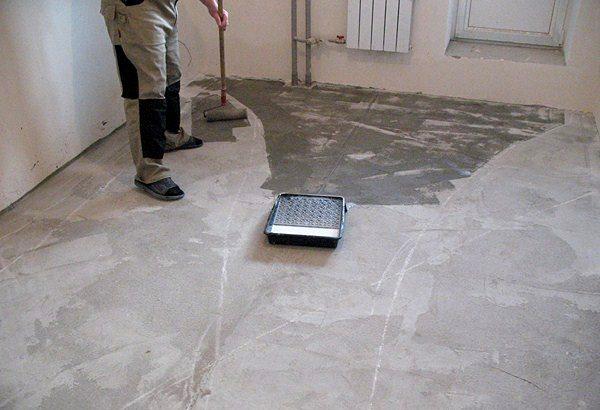 Обработка бетонного пола грунтом