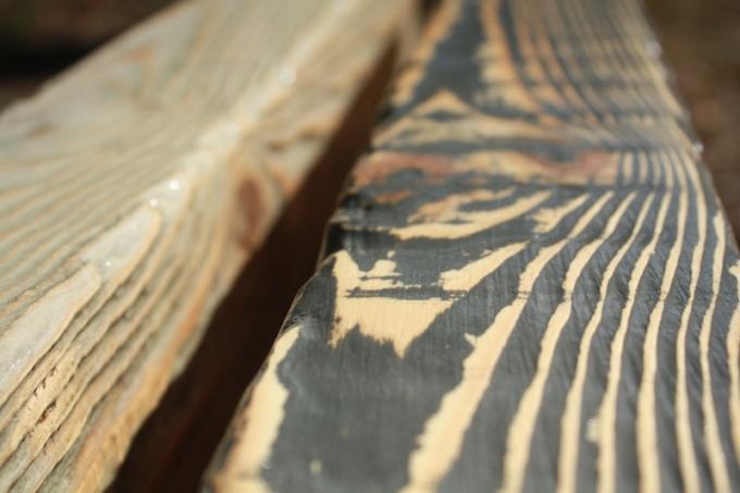 Обработка дерева под старину позволяет создать эффект винтажной мебели и роскошного интерьера.