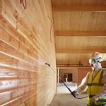 Обработка древесины с применением пульверизатора