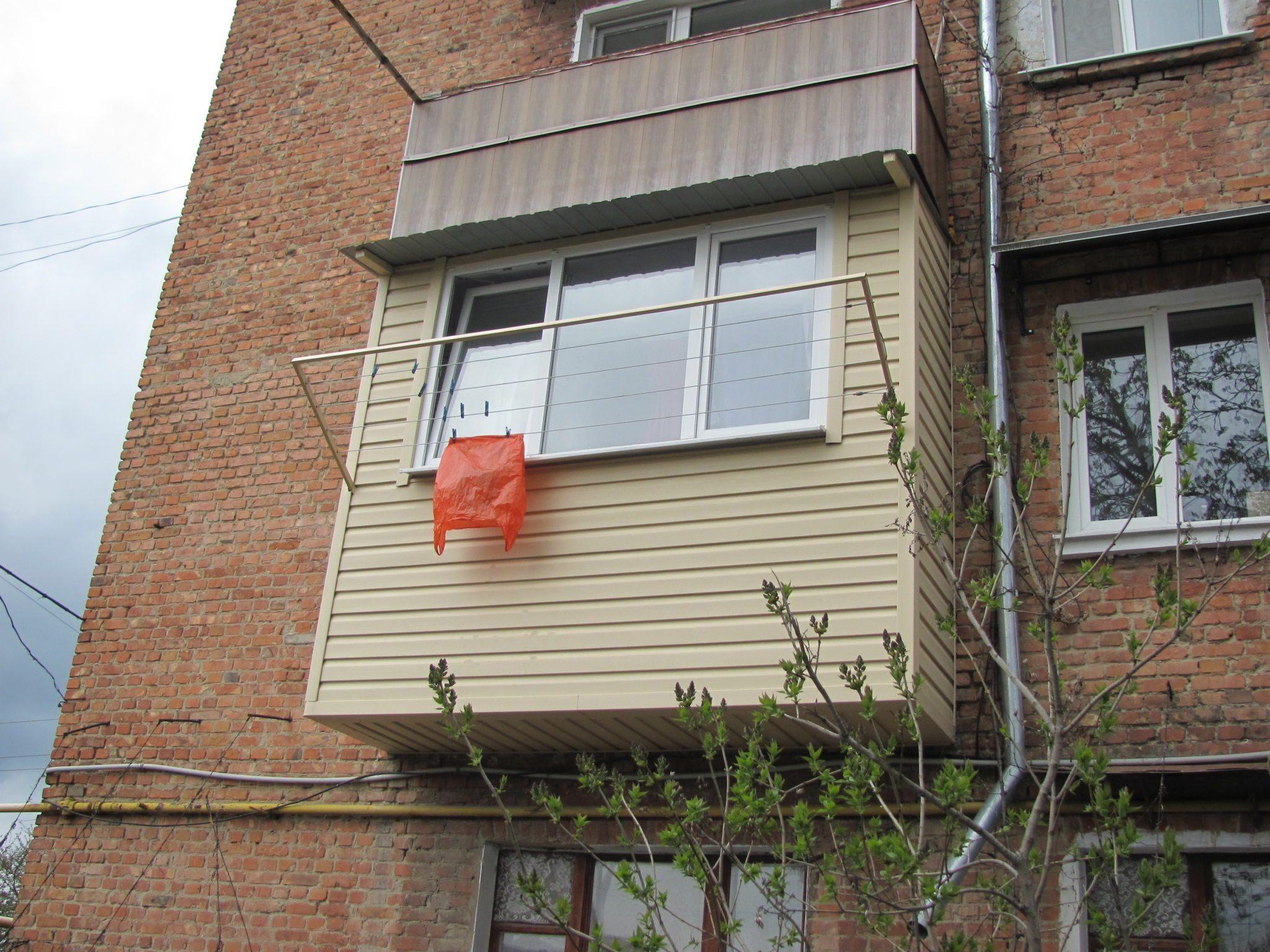 Обратите внимание на подшивку балкона