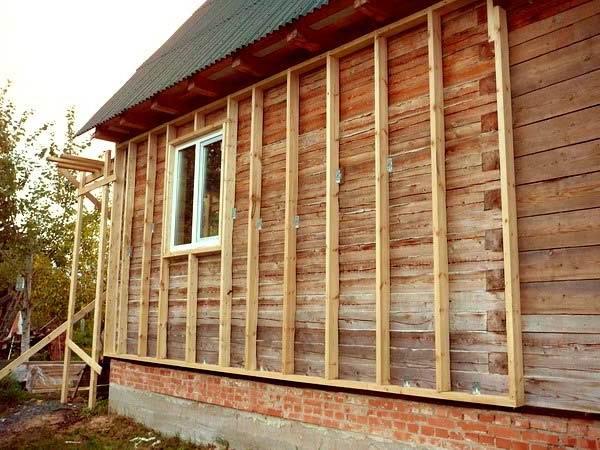 Обрешетка под утеплитель снаружи деревянного дома из бруса 50х30 мм.