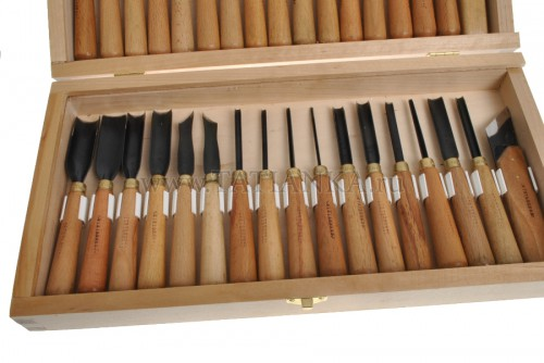 Очень удобно приобретать набор в специальном чемоданчике, тогда каждый элемент может храниться на своем месте