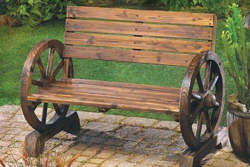 Оригинальная садовая скамейка из дерева