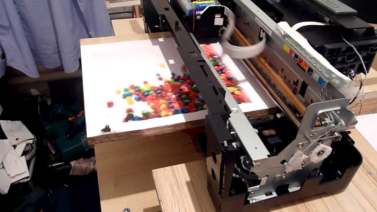 Печать полноцветного изображения на ламинированной ДСП.
