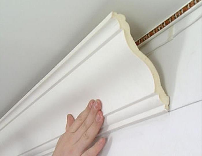 Пенопластовый декоративный плинтус на потолок