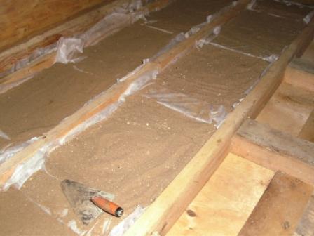 Песчаная шумоизоляция между этажами в деревянном доме