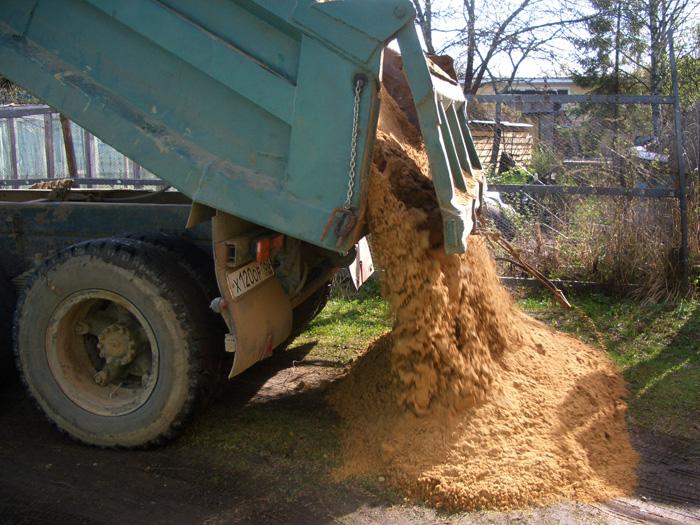 Песок для создания «подушки» под постройкой