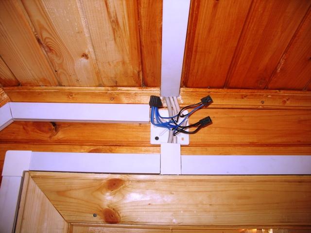 Пластиковые кабель-каналы разрешены к использованию в открытой проводке.