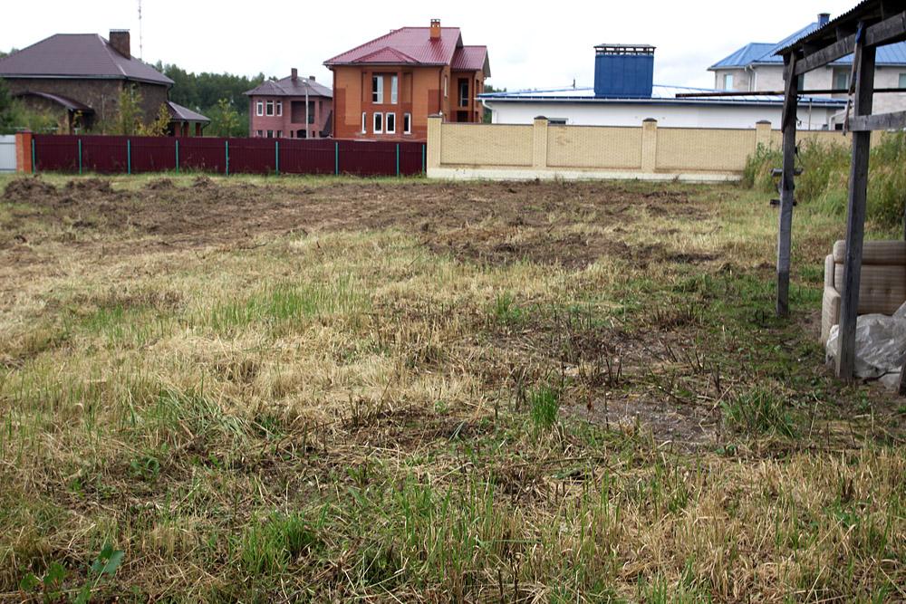 Площадка должна быть расчищена от мусора и кустарников