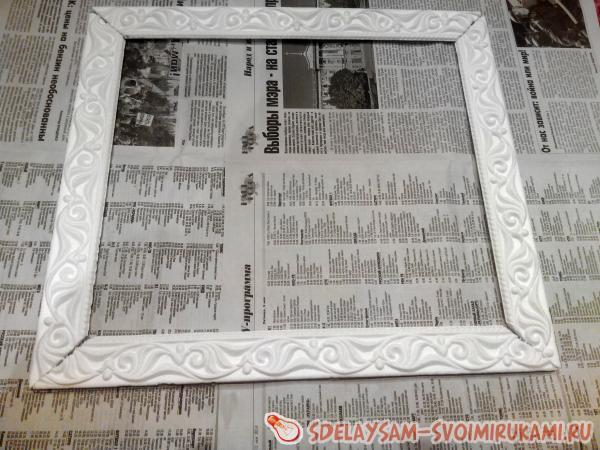 Почти готовая рамка для картины из потолочного плинтуса