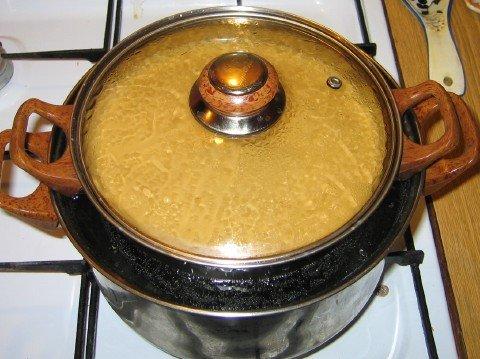 Подогрев олифы на водяной бане исключит ее пригорание к стенкам посуды.