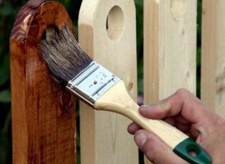 Покраска деревянных заборов эпоксидной грунтовкой