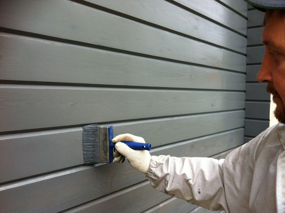 Покраска и шлифовка деревянных домовгарантирует им долгий и качественный срок службы