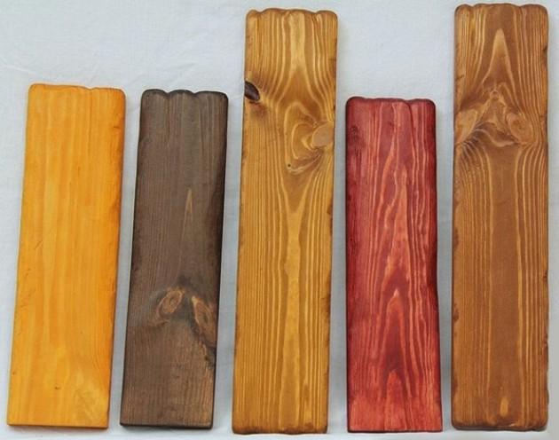 Покрытая разными цветами морилки древесина