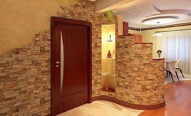 Полиуретановый бордюр на изогнутых стенах.