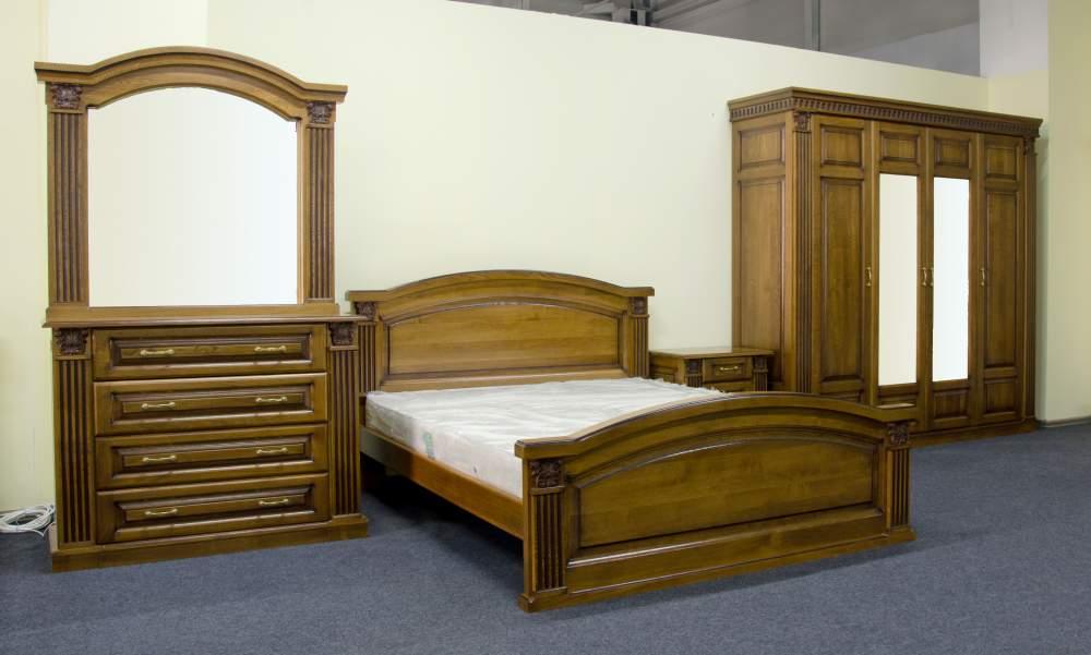 Предметы мебели создают уют и комфорт в спальне.