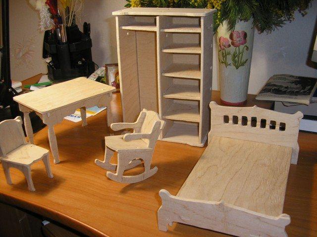 При наличии сноровки можно сделать и набор кукольной мебели, и головоломку, и машинку, и многое другое…