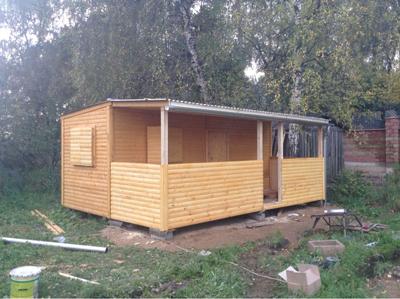 При правильном проектировании подобные постройки можно со временем увеличивать, создавать из небольших времянок полноценные жилые дома