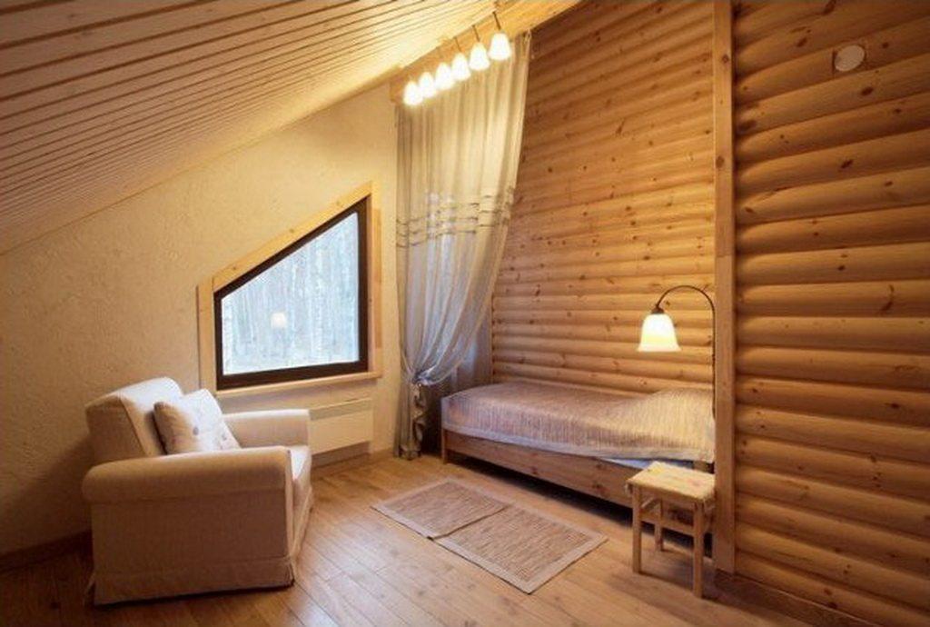 Пример применения блок-хауса в интерьере мансардного этажа