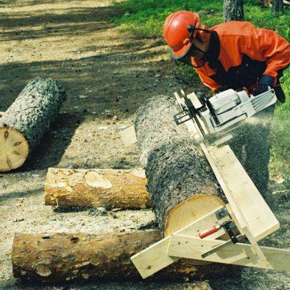 Приспособление для продольной резки древесного ствола