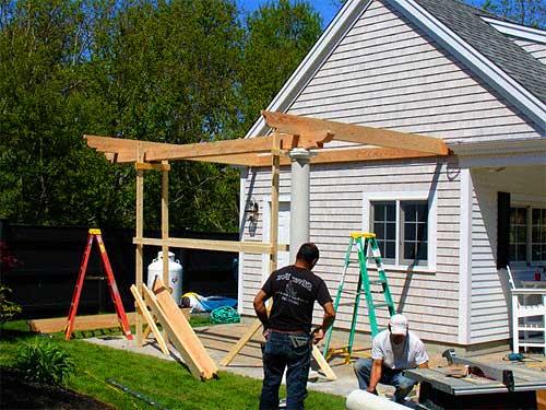 Пристройка навеса к деревянному дому