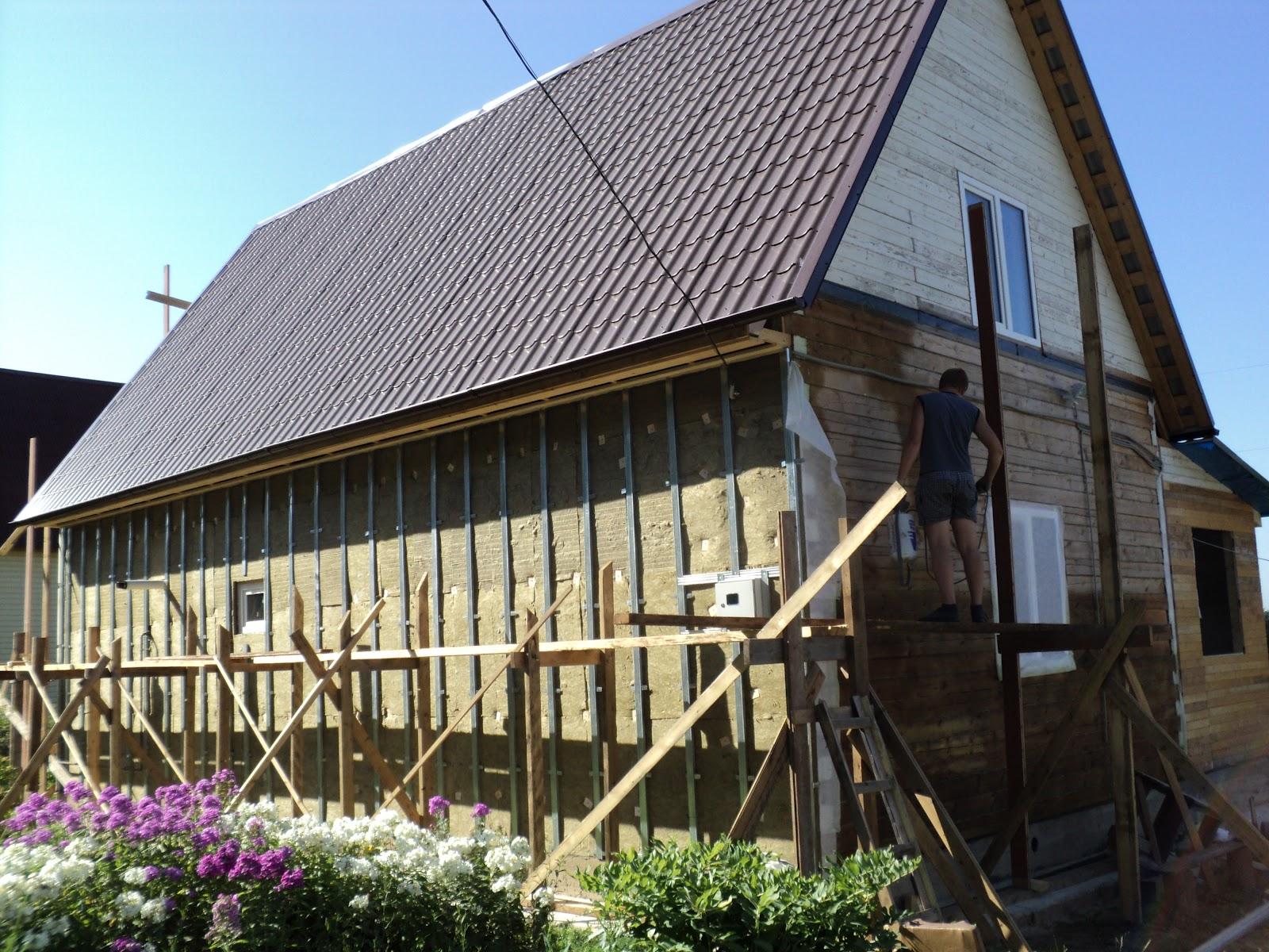 Привести в порядок внешний вид старого деревянного здания можно несколькими способами